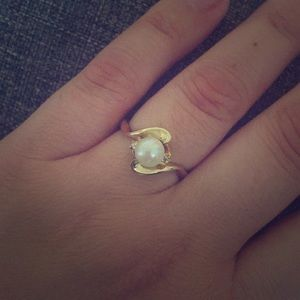 Jewelry - 10k Yellow Gold Pearl Ring